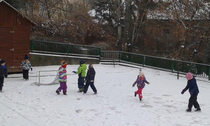 Játék a hóban.
